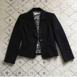 Tahari one button black blazer EUC 4P petite